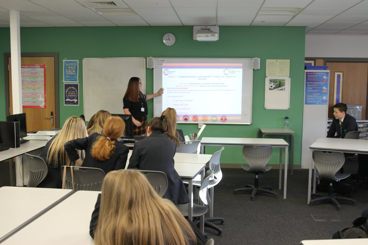 Students in Yr 9 being introduced to the Healthy Living competition #beinginspired #developingideas #health #mentalhealth solutions #enterprise #GEW2019 #creatvity #problemsolving @AldridgeFdnpic.twitter.com/vhyk8SNBZD