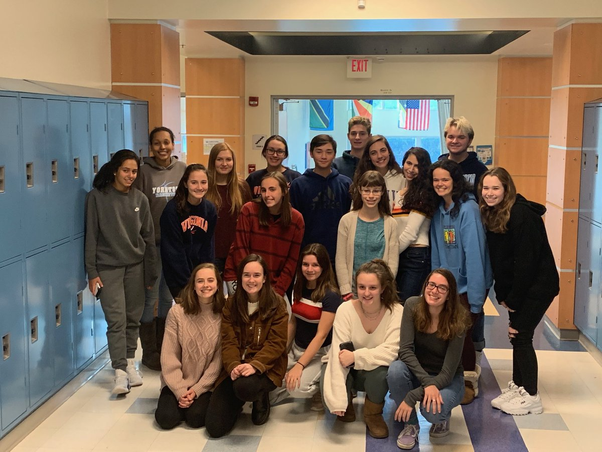 Key Club gets together today to make thank you cards for staff. We appreciate YHS! 💙⁦<a target='_blank' href='http://twitter.com/YorktownHS'>@YorktownHS</a>⁩ <a target='_blank' href='https://t.co/GkyoFquMZA'>https://t.co/GkyoFquMZA</a>