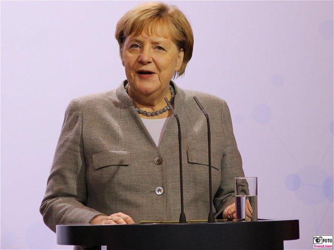 BK Angela Merkel:  Daten sind ein neuer Rohstoff.  Dig