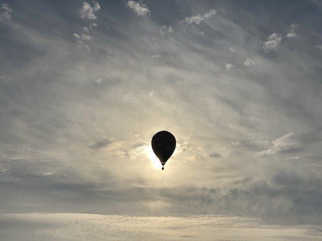 【オモコロブロス】熱気球の競技がめちゃめちゃ熱い (作:ナ月)フワフワしてのんびりしたイメージの気球。しかし「気球の競技」について知っていますか?