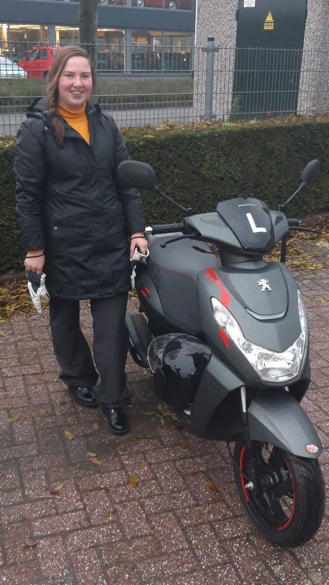 test Twitter Media - Eline Herwig van harte gefeliciteerd met het behalen van je scooterrijbewijs AM. https://t.co/xzVdFTX1so