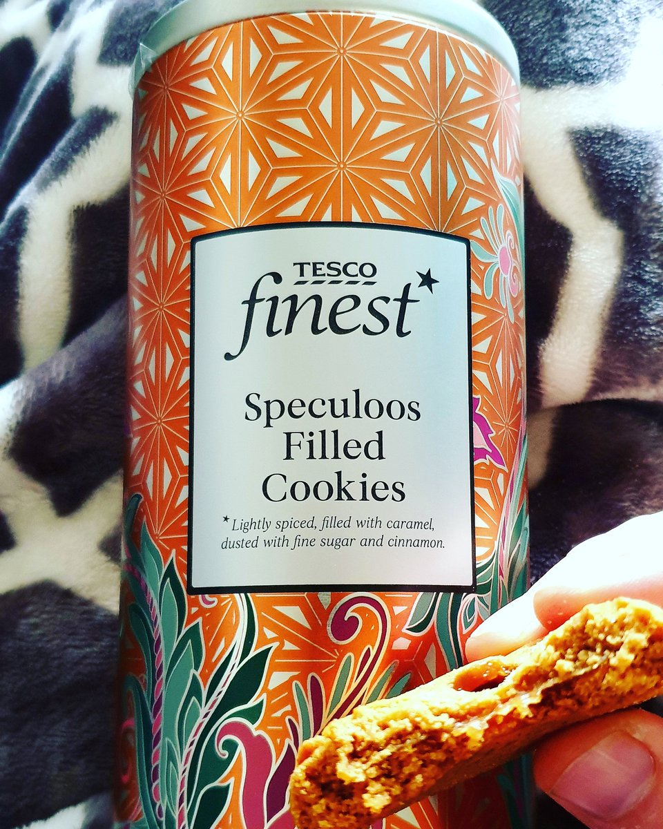 Currently IN LOVE with these lightly spiced, caramel filled, dusted with fine sugar and cinnamon speculoos biscuits @Tesco absolutely awesome! 👍😋 #finest #tescofinest #biscuits #speculoos #cinnamon #awesome #delicious