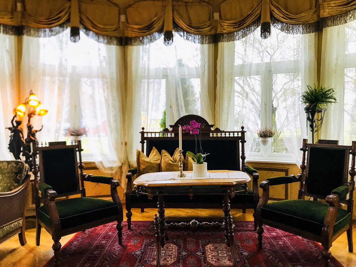 Souvenir d'une escale,l'an dernier,à l'inoubliable @HotelUnionOye.Une adresse hors du temps dévoilant,depuis 1891, ses charmes au Nord Ouest de @lanorvege.Chambres cosy,panoramas à couper le souffle sur le #Norangsfjord,exquise cuisine & véritable quiétude: une halte de choix !
