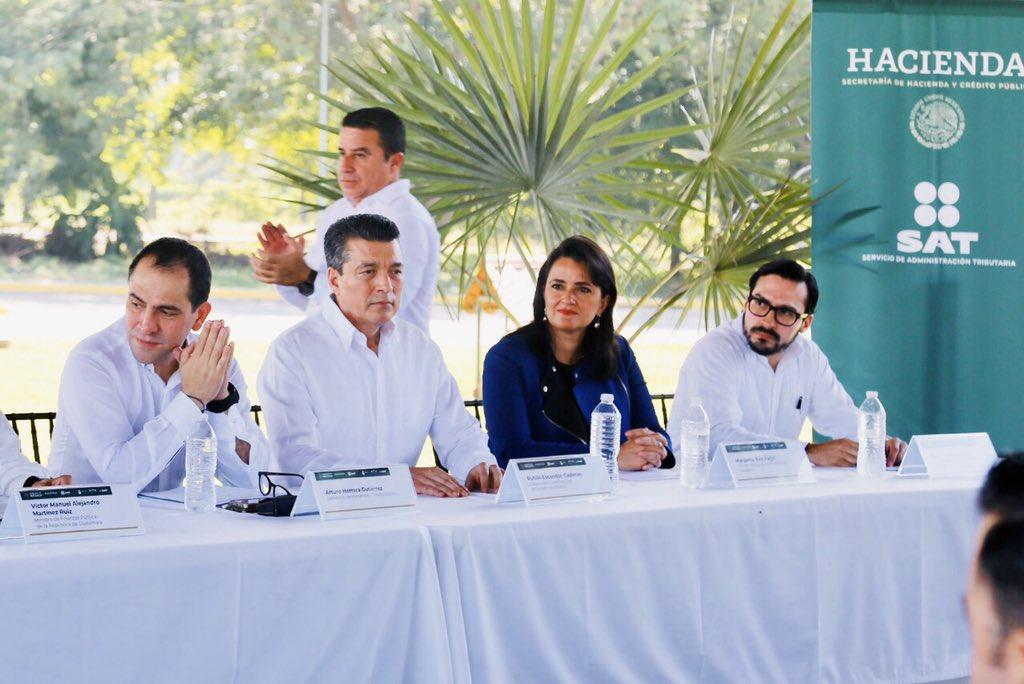 Hace una semana se firmó con Guatemala un convenio que impulsará el comercio exterior y fortalecerá nuestros estados de derecho. Visité su aduana, y luego estuve en nuestra #AduanaHidalgo y la oficina del @SATMX en Tapachula, y adoro la gran calidad humana de nuestra institución.