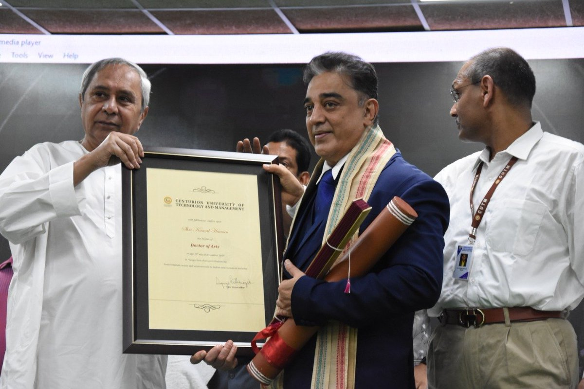 Makkal Needhi Maiam party President Mr. @ikamalhaasan  received an Honorary Doctorate from @CMO_Odisha Chief Minister Mr @Naveen_Odisha at Centurion University of Technology and Management, Odisha.  #MakkalNeedhiMaiam<br>http://pic.twitter.com/wfdVerJitL