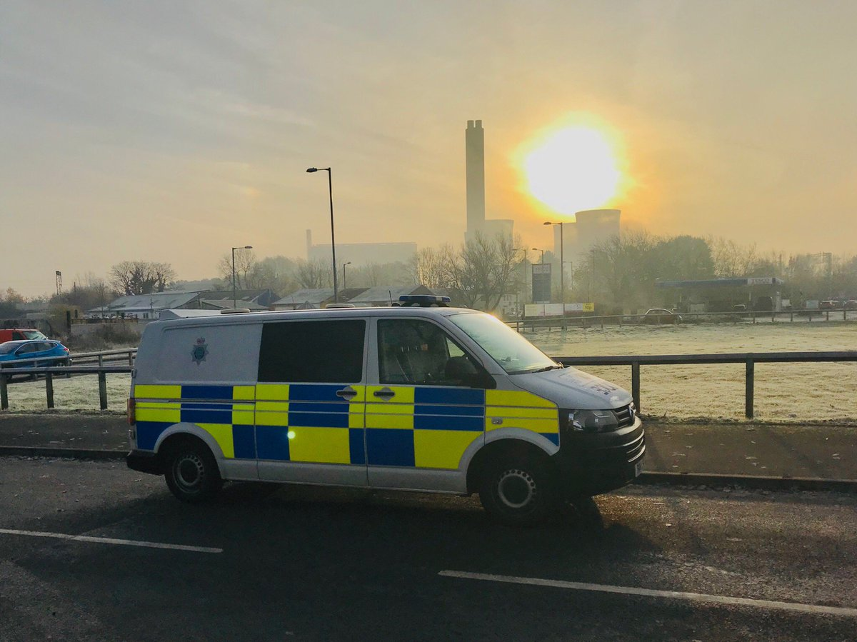 Morning folks, it's a cold one today so make sure you allow plenty of time to de-ice your vehicle before setting off.   Also, remember not to leave your unattended vehicle running outside in the hopes it will be warm when you get in - it could be gone! #secureyourvehicle #26342 pic.twitter.com/NxrID0t3mp