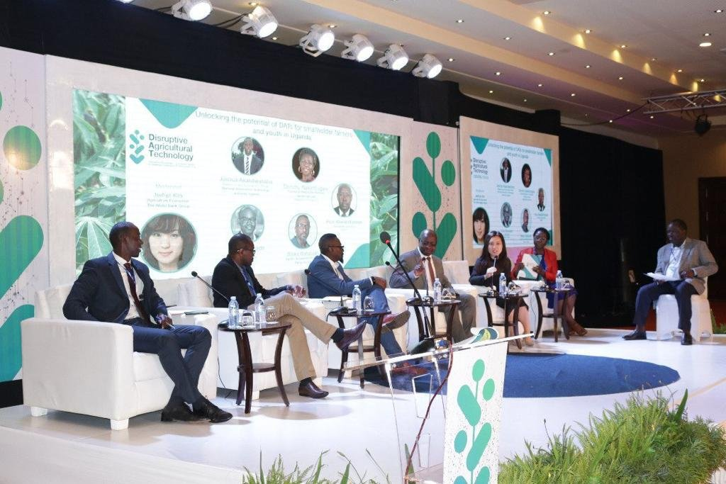 The #DisruptiveAgriTech Innovation Challenge is on going with the Panelists as; • Jeehye Kim (Agricultural economist world bank) • Joshua Akadwanaho (Research and Innovation Officer National Technology Authority Uganda),  • Folu Okunado(Hello UGANDA). #AfrisoftIoT<br>http://pic.twitter.com/F1stnGX7ex