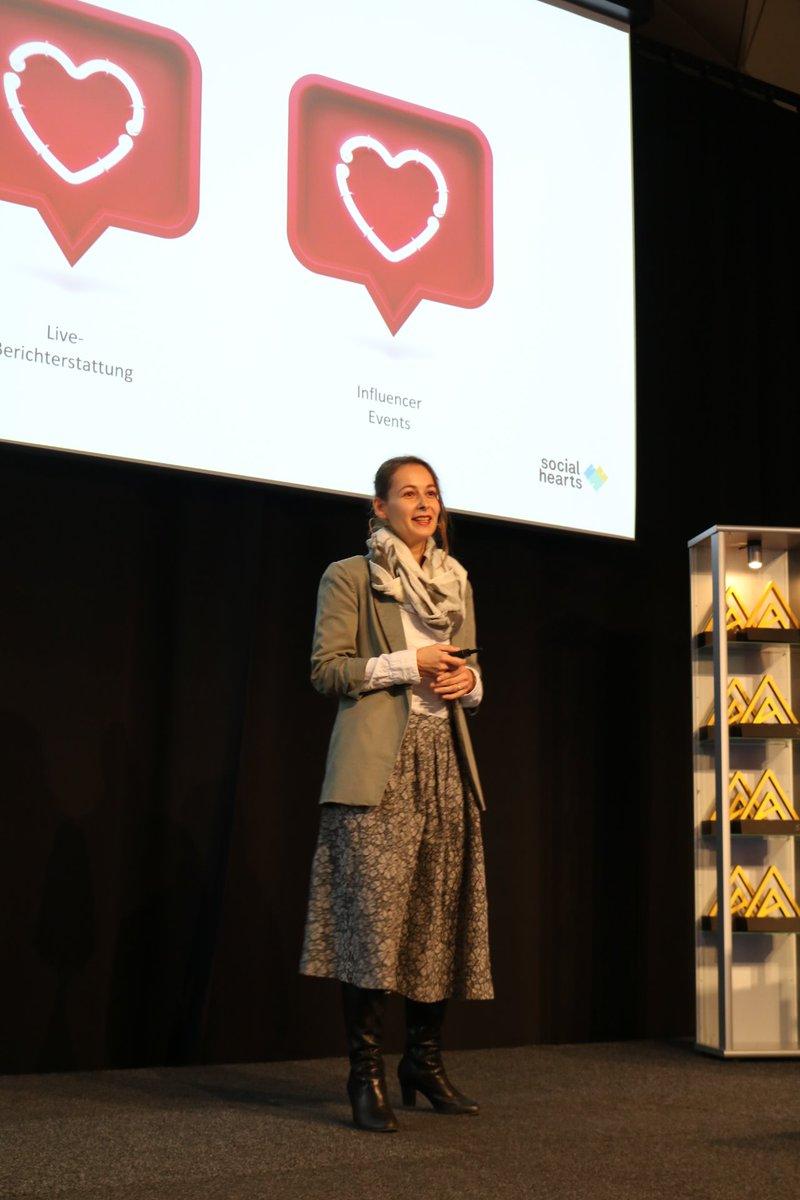 Birgit Hajek @bigii von Social Hearts präsentiert Best Practice-Beispiele für erfolgreiches #storytelling via #socialmedia #eventforum19 https://t.co/gVker6mjla