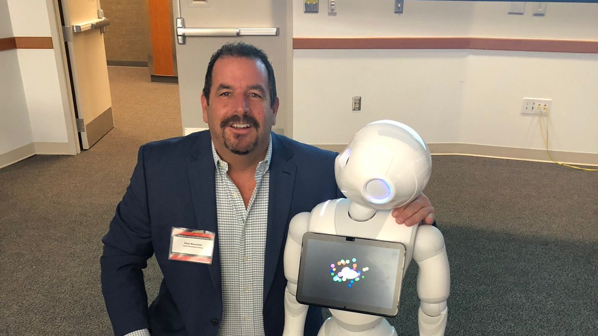 iTech President, @petem59 is spending some time at #IBM Rochester today for @COMMONug Americas Advisory Council #CAAC and making some friends along the way. Here he is with Pepper the robot. #IBMWatson #IBMChampion @IBMChampions @IBMWatson