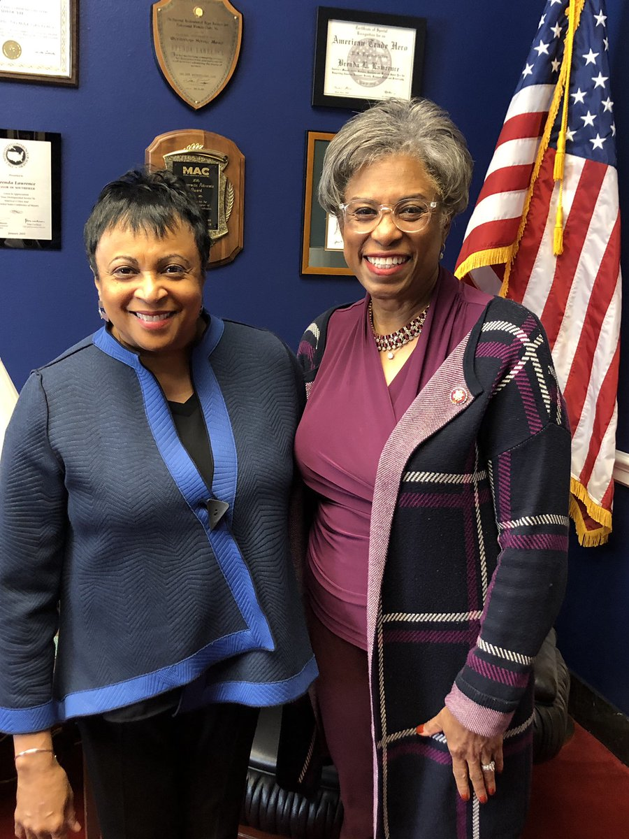 Met with Dr. Carla Hayden (@LibnOfCongress) today! The 1st African-American AND woman to hold the position as Librarian of Congress! Thank you for your service 👏🏾