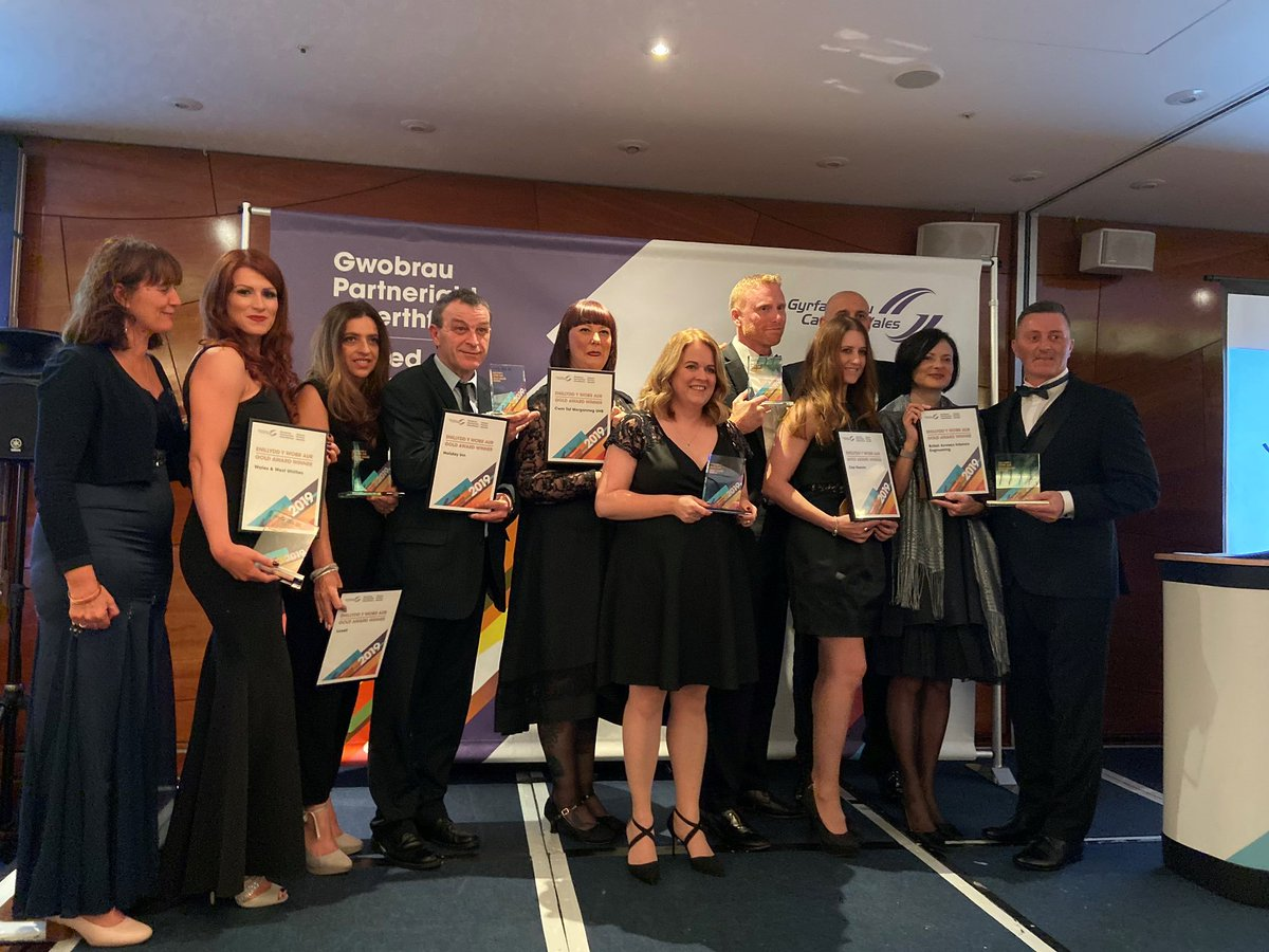 """⚡️ """"Holiday Inn Newport supports High School Students with Careers Wales """" by @CWNewport  https://t.co/SOQ2KHI087  and: ……….  @hinewport winner for Newport of @CareersWales  GOLD #ValuedPartnerAwards also @ @Lovell_UK and Nicola Murray. https://t.co/Fkl4Fy88bI"""