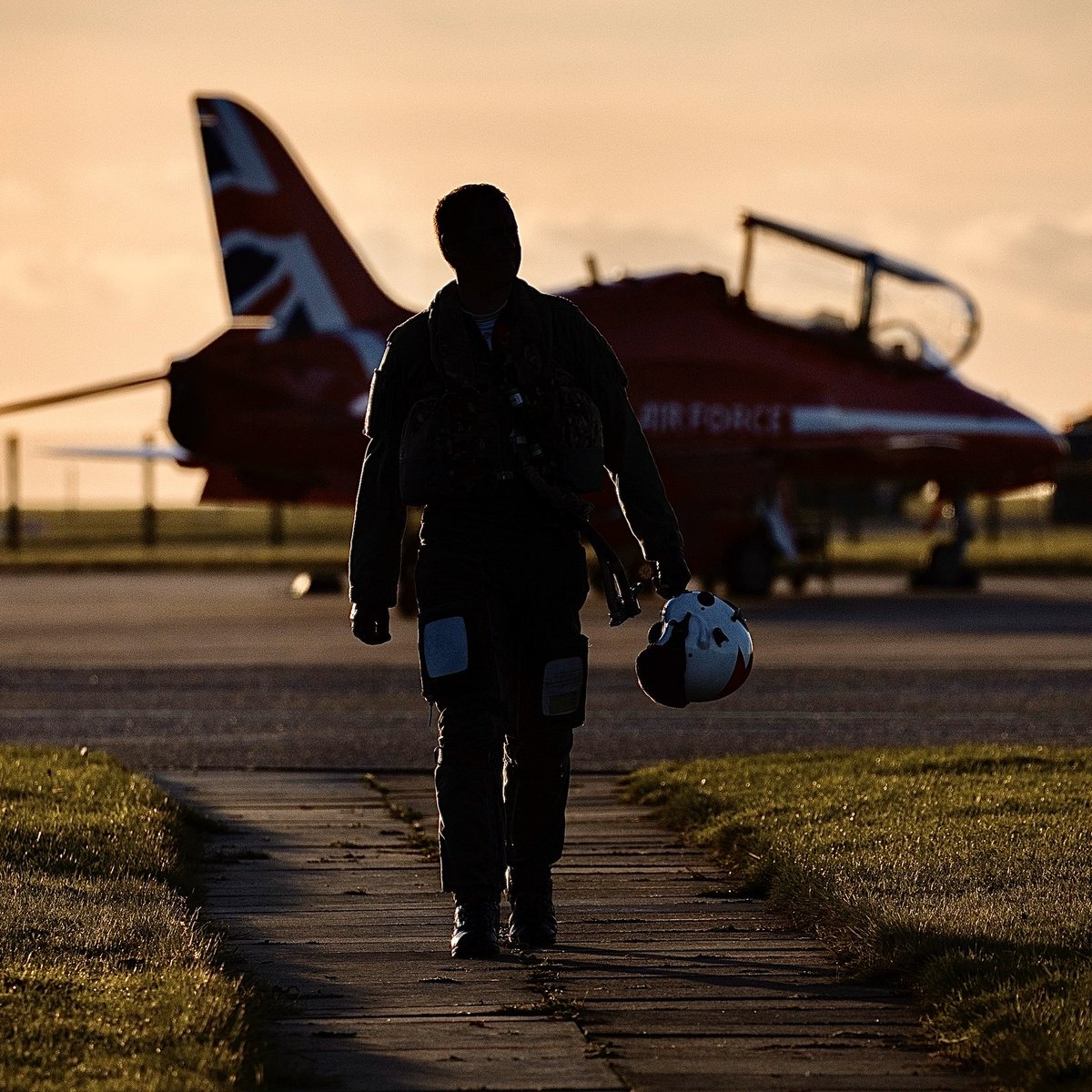 Winter training has started (with gusto 👊🏻😂). Making the most of this crisp winter weather, here at @rafredarrows HQ, RAF Scampton. 📷=SAC Rose Buchanan. https://t.co/mqiUUvIxsI