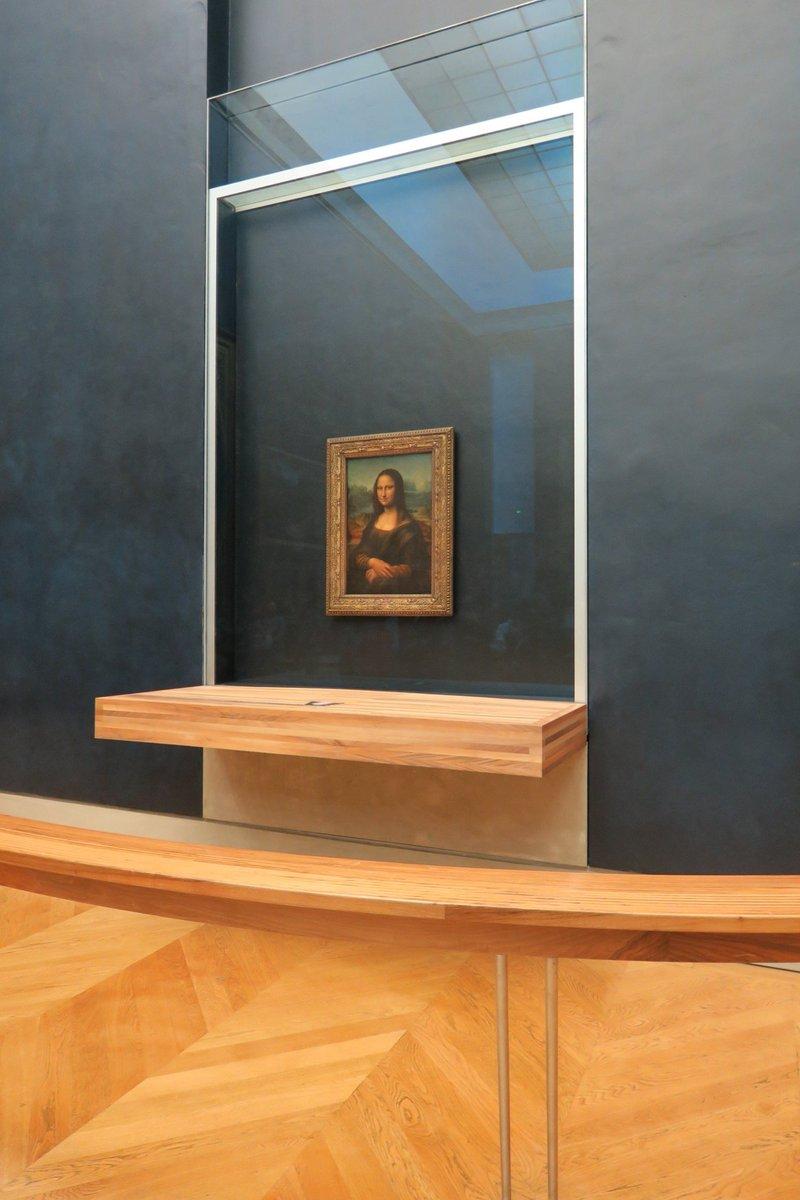 モナ・リザ (ジョコンダ夫人) 1度ルーブルから盗まれたことがきっかけで、最高傑作という評価がなされるようになったとも言われている。 #500年目のダビンチ