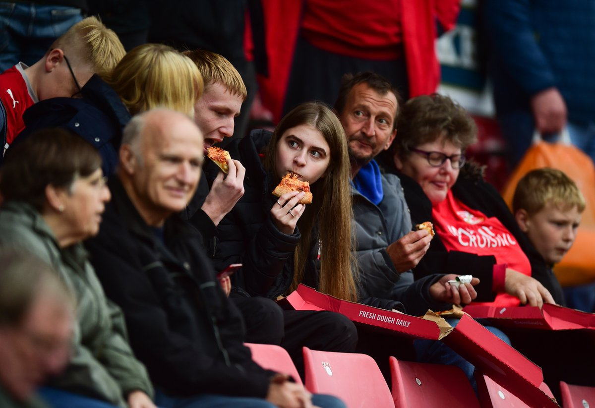The Lucky Row is back, courtesy of @Dominos_UK  Will you be next to receive a delicious half-time snack?    Retweet this tweet and reply with your row and seat number to be in with a slice of the action!  #STFC <br>http://pic.twitter.com/hNWcUV6CLw