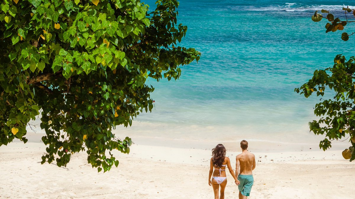 The land of jerk, jackfruit and beautiful beaches!  Why do you love Jamaica?   Sandals Ochi #TravelTuesday <br>http://pic.twitter.com/2hyNmzBQIo