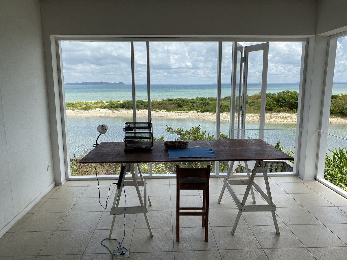 Welcome to my studio! My office for the next two months. #sacatar #gratitude #itaparica pic.twitter.com/kfLIRd8ntB