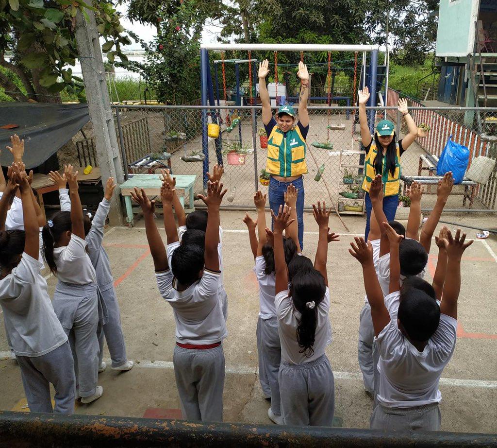 """#Samborondón l """"La #ActividadFísica escolar se plantea como una práctica saludable que se debe fomentar, como medio idóneo para educar en aspectos básicos relacionados con los hábitos saludables"""" Escuela Álvaro del Portillo Recinto #VillaMercedes"""