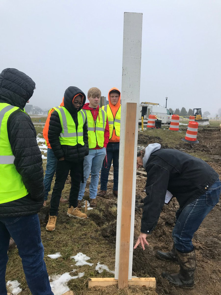 Thank you, Steve Zietz of Zietz Builders, for taking the time today to mentor our seniors who participate in the Saginaw Career Complex construction program! Students learned about staking & layout, permitting, inspections, utilities, and building relationships! #saginawcountycte<br>http://pic.twitter.com/bHaAgNb2jh