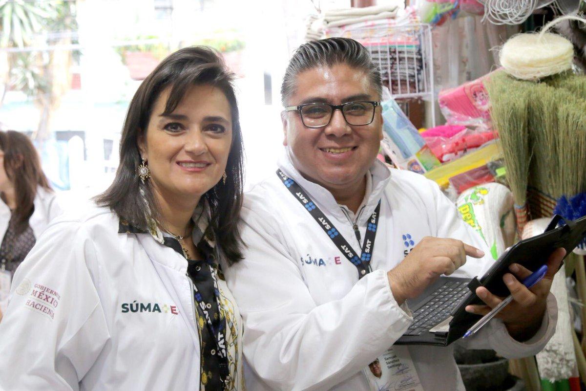 """El jueves acompañé a los visitadores del Programa #Súmate al mercado """"24 de agosto"""" y constaté el interés de los locatarios por la formalidad. Con el apoyo del @GobCDMX, en el @SATMX ampliamos el padrón de contribuyentes a través de la orientación paciente, personal y gratuita."""
