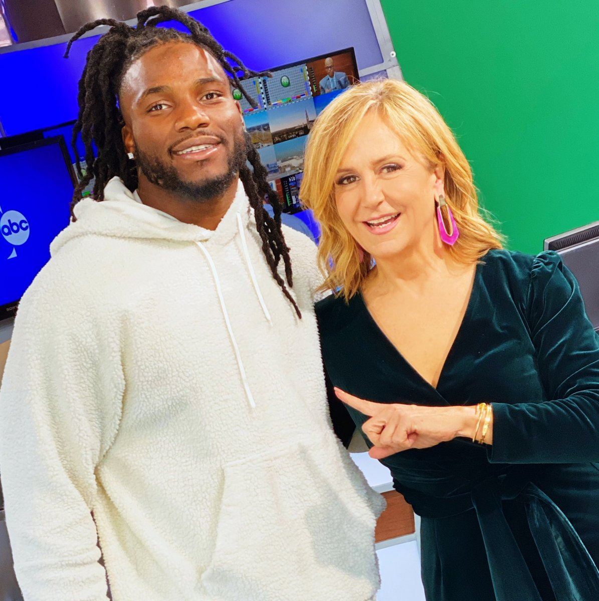 Look who stopped by GMT! Watch for me interviewing Dallas Cowboys linebacker Jaylon Smith  about his partnership with A #1 Air (& we talk a little football too:) #dallascowboys #nfl #goodmorningtexas