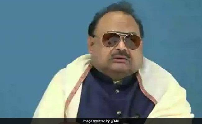 """Hillariousssssss. Altaf Hussain MQM founder,British Pakistani, sings """"Saare Jahan se Achcha Hindustan hamara"""" on Republic Channel with Arnab. He is going ballistic! Looks for Asylum in India. In the shouting game, Arnab loses hands down lol. So dramatic. We want peace with all!"""