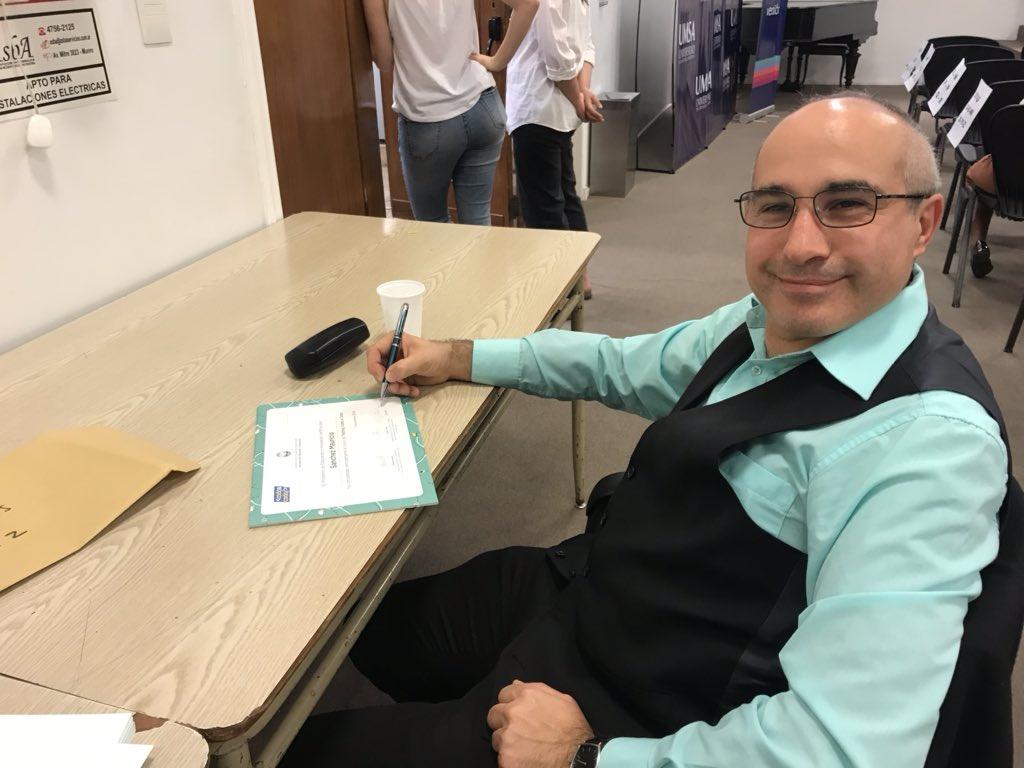 Signing the Coda a Coda diplomas for the @EducacionBA #softwaretesting certification in #BuenosAires @inflectra<br>http://pic.twitter.com/raI8DjuUnS