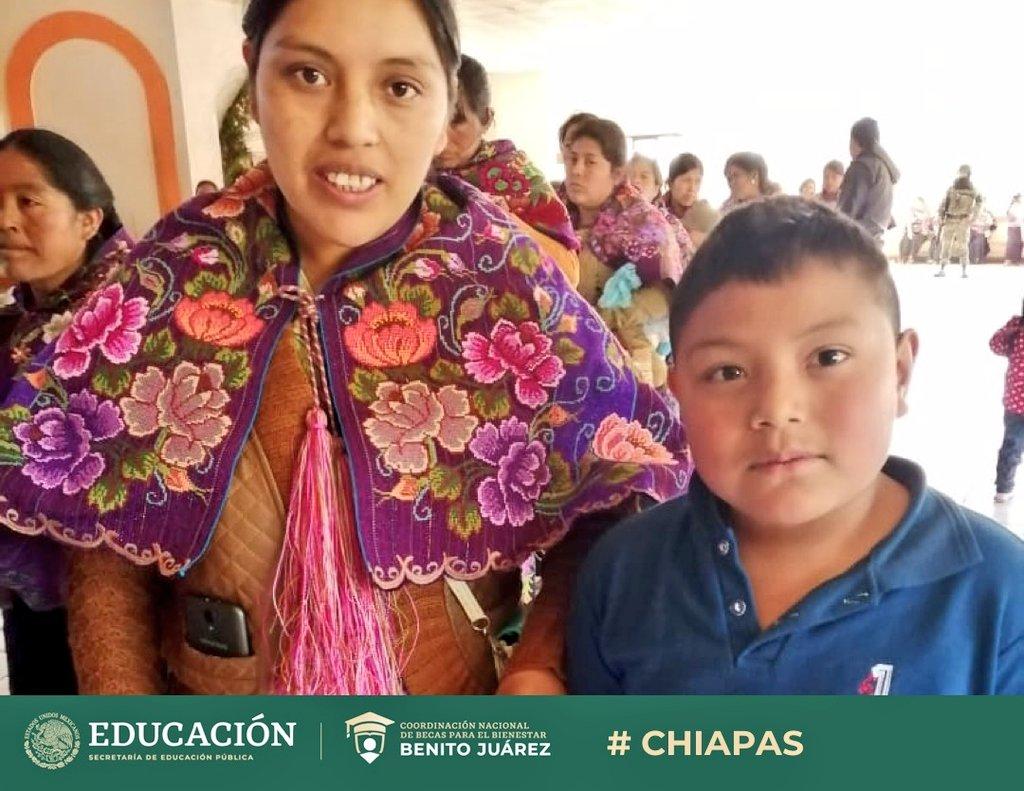 Garantizamos que la beca llegué a quienes más lo necesitan.   Se entregaron becas de #EducaciónBásica a madres de familia de la comunidad indígena tzotzil, en Zinacantán, #Chiapas, ubicado en los Altos de Chiapas.  Trabajamos para que las y los niños mexicanos sigan estudiando 🇲🇽