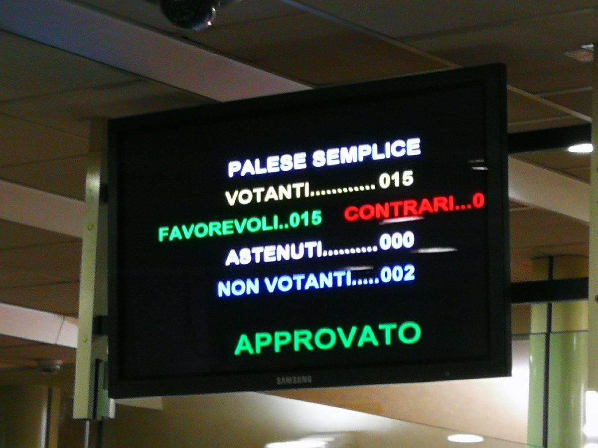 l'Assemblea approva all'unanimità mozione @Leggie...