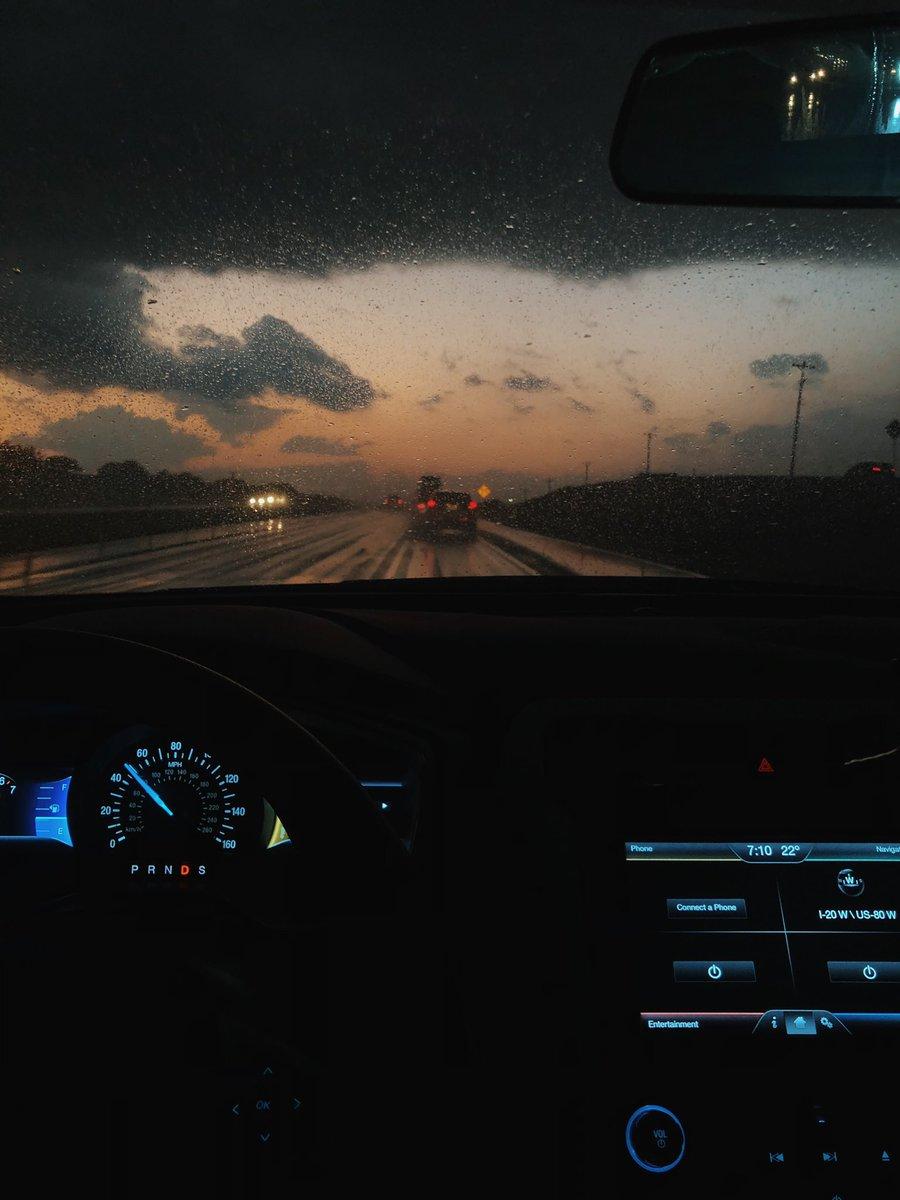 طريق، لحظة غروب ومطر 🌧💙. https://t.co/9hmqAWtmnT