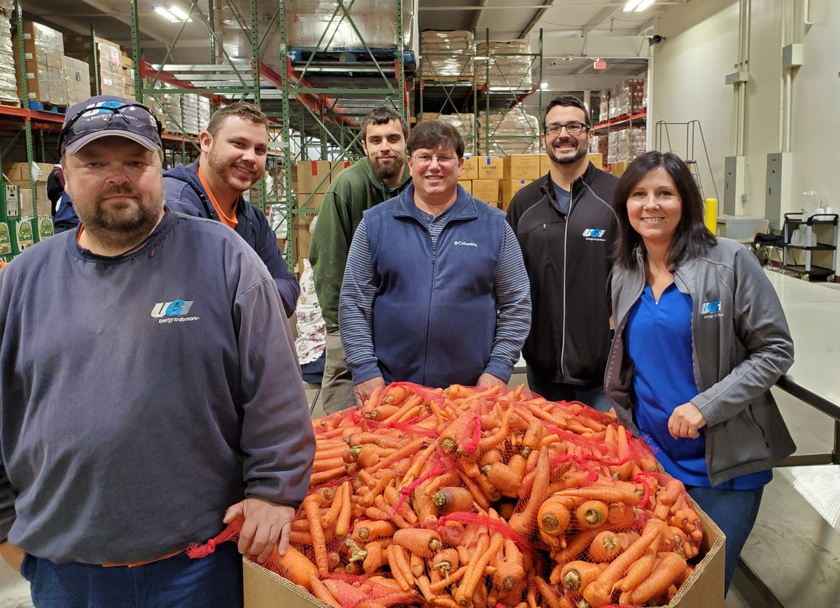 test Twitter Media - A team of UGI volunteers lent a hand at @centralpafb bagging fresh carrots for our neighbors in need. Last year, more than 46 million pounds of food were distributed by @centralpafb through 1,000 partner agencies and programs. #UGICares https://t.co/yc8Kgq8MTE