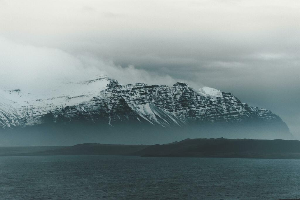 Cold Looking Mountains, Kálfafell, Iceland [5000x3333] [OC]💰🌎 Submit your best CRAZY travel blogs/stories to madtravelling@yahoo.com to become part of our next book, Mad Travelling! 🏙🤑#travel #traveljobs #blogger #travelblogger #digitalnomadomadomad