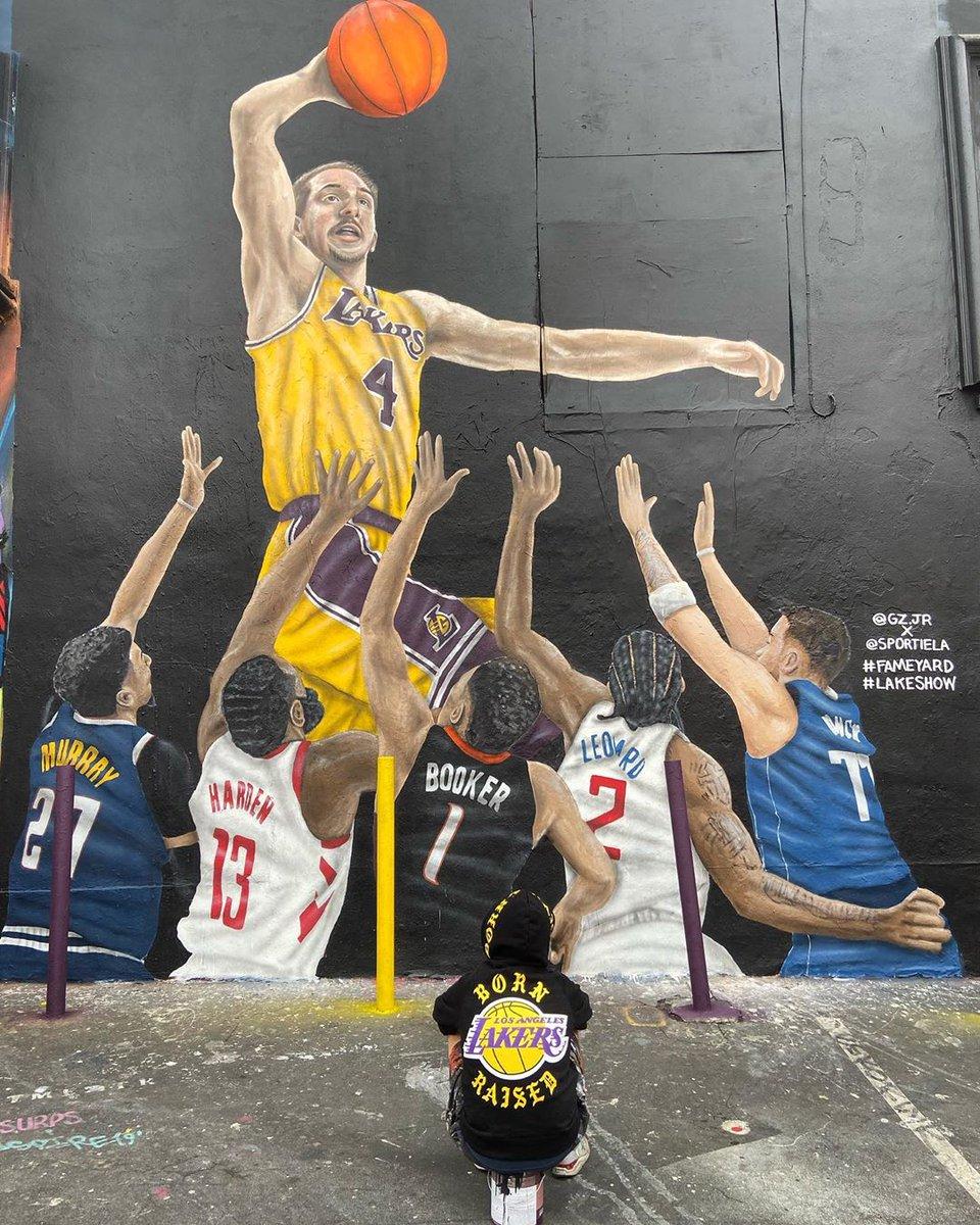 Alex Caruso got his own mural in LA 🎨  (via gz.jr/Instagram)