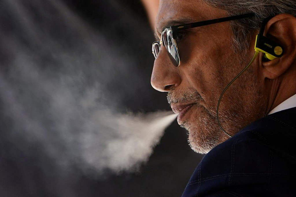 Influential U.S. doctors group calls for ban on vaping products  https://reut.rs/343ql5X