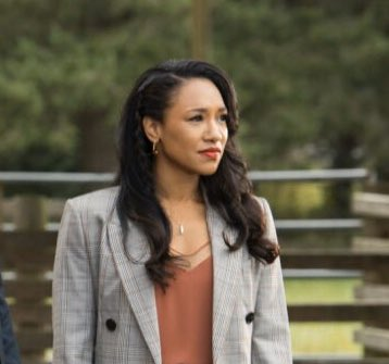 Iris covering this press conference wouldn't have been a good idea? Her husband is getting awarded.. with a Medal of Honor?? This is literally her arena. #TheFlash