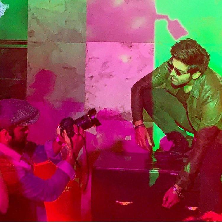 Ladies man in some Action 📸 @TheAaryanKartik   #hearthrob #dancer #kartikaaryan #love #hunk  #handsome #patipatniaurwoh #bollywood #movietalkies #trending #movietalkies
