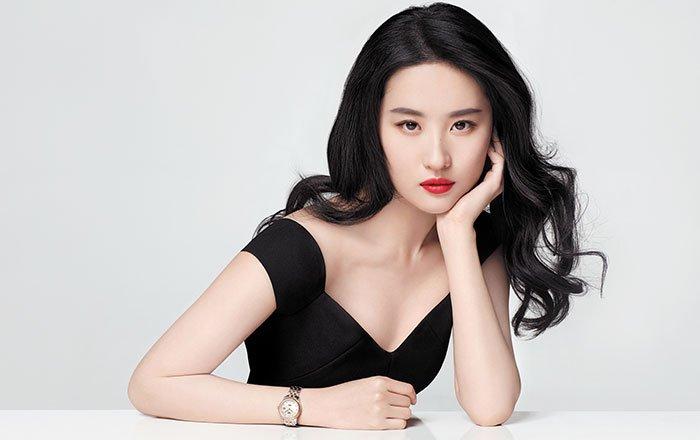 ภาพโปรโมตจาก Tissot รุ่น Le Locle Lady Automatic  #Tissot #ThisIsYourTime #TissotAmbassador #LiuYifei  cr. https://www.harpersbazaar.com.sg/watches-jewels/tissot-le-locle-lady-automatic-watch…