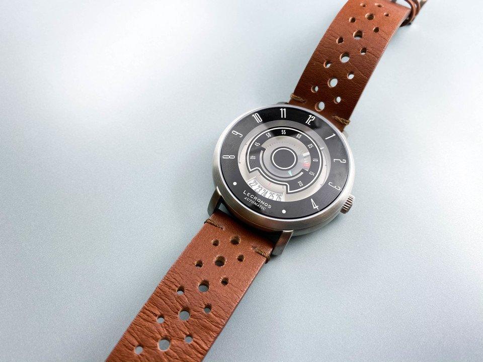 ドライブに行きたくなるかも! レトロなメーター風デザインの機械式腕時計「LECRONOS」を試してみた