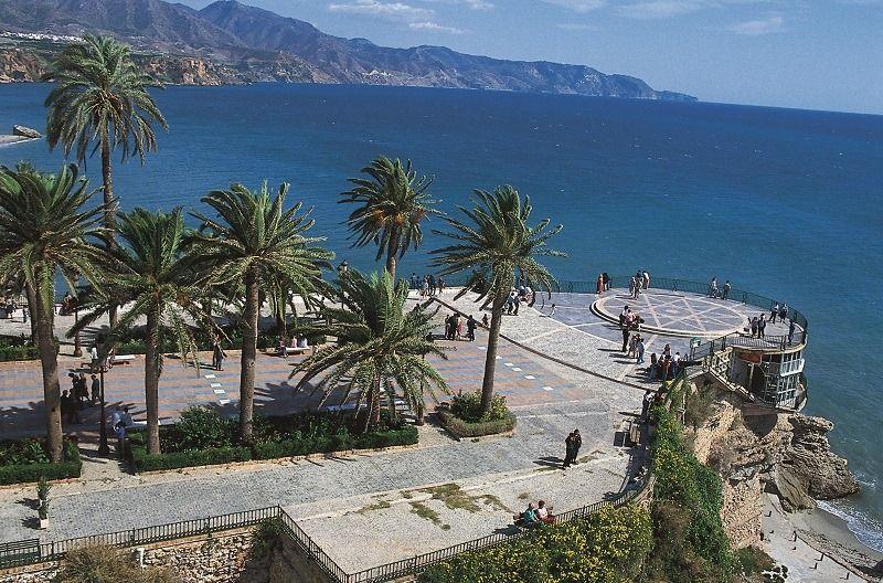 """#SchoenerMittwoch! Eine Anregung: Sonnenentwöhnte Mitteleuropäer füllen ihre Energiespeicher auf dem """"Groβen Wanderweg"""" durch die Provinz Malaga wieder auf. 745 km lang und Erholung pur🌳🍁🌞https://buff.ly/35cHKcD@visitcostasol @TurismoAndaluz #HappyWednesday #VisitSpain"""