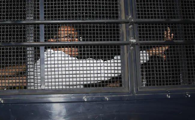 Top court seeks response from probe agency on P Chidambaram's bail plea in INX case.https://www.ndtv.com/india-news/top-court-seeks-response-from-probe-agency-on-p-chidambarams-bail-plea-in-inx-media-case-2135537…