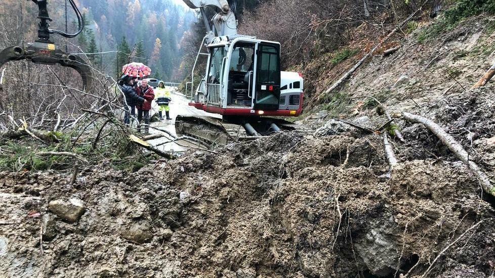 Danni per la pioggia in Agordino, Val di Zoldo res...