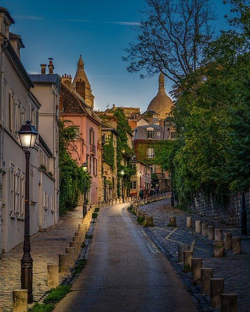 Scene From Montmartre in Parisby pierre9x6  https://pixabay.com/p-4546007