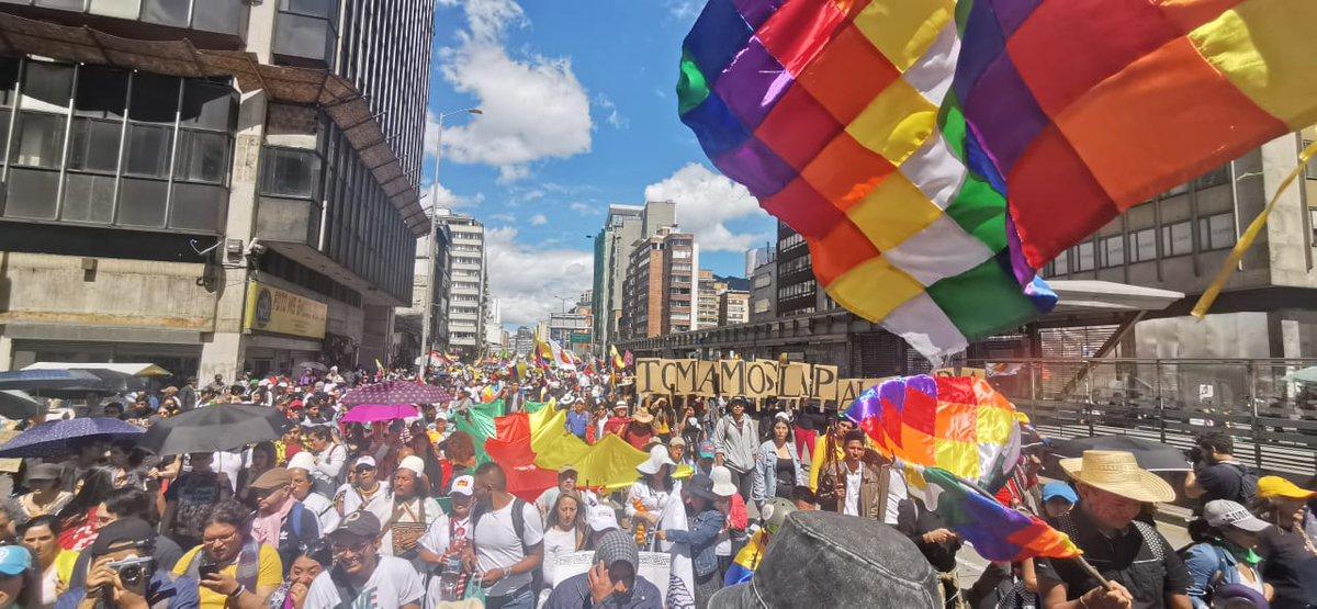 La CONAIE expresa su respaldo al #4DParoNacional de #Colombia y a los pueblos indígenas @ONIC_Colombia, junto a la Guardia Indígena Nacional que hace sentir su fuerza y mantienen permanente lucha y resistencia por la defensa de los derechos, los territorios y planes de vida ✊🏽🇨🇴