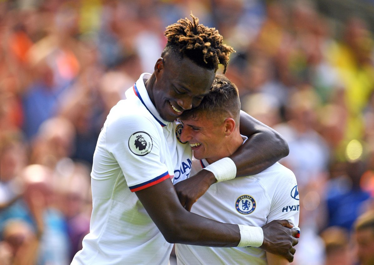 Chelsea's top scorers in the Premier League so far this season:  🏴󠁧󠁢󠁥󠁮󠁧󠁿 Tammy Abraham (11) 🏴󠁧󠁢󠁥󠁮󠁧󠁿 Mason Mount (5) 🇺🇸 Christian Pulisic (5)  All under the age of 23. #CFC