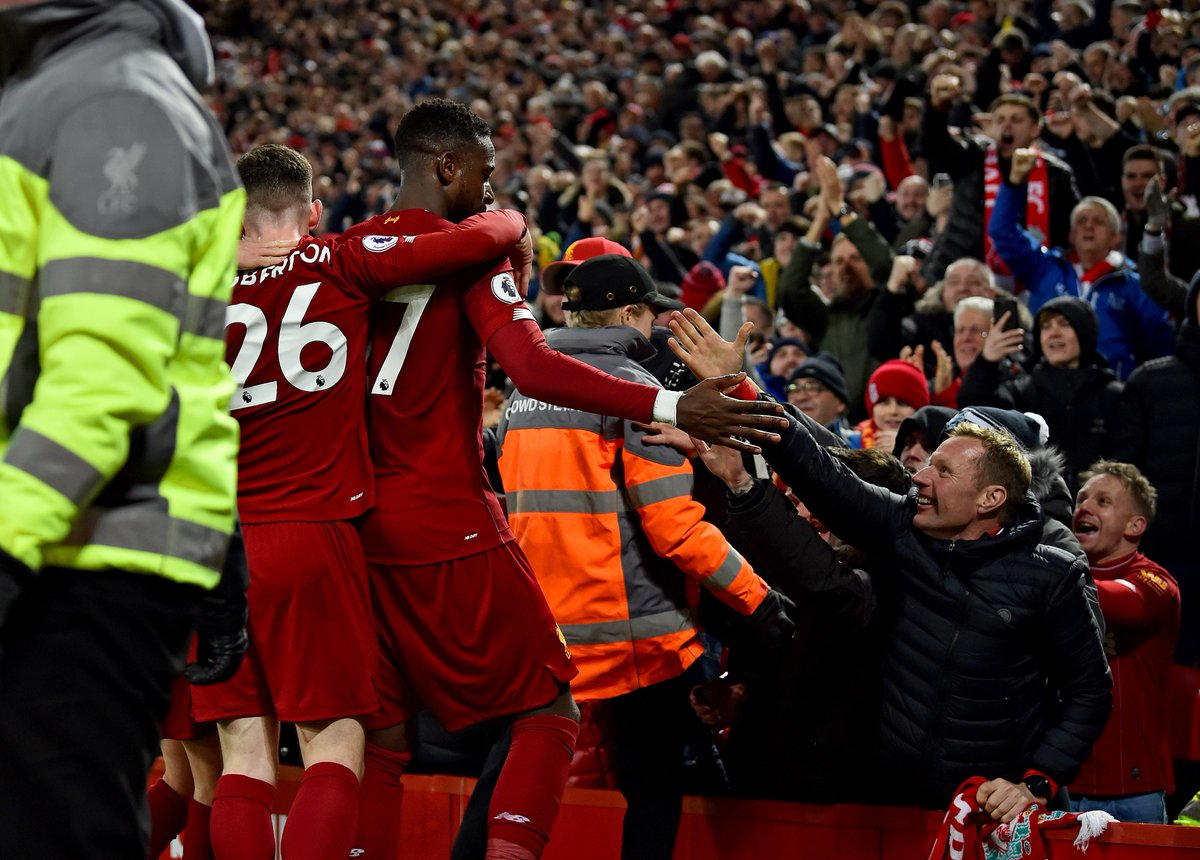 HALF-TIME Liverpool 4-2 Everton  A pulsating opening half finishes with Liverpool on top  #LIVEVE<br>http://pic.twitter.com/0mLY9uAg6p