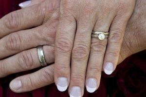 De  🔀💍 Anillos de Matrimonio de 3 Piezas #boda #anillosdeboda #amor https://anillosdebodaweb.com/3-piezas/ ↔💛💍💍 Hoy en día, se ha vuelto muy popular incorporar el anillo de compromiso al juego de alianzas de b ..