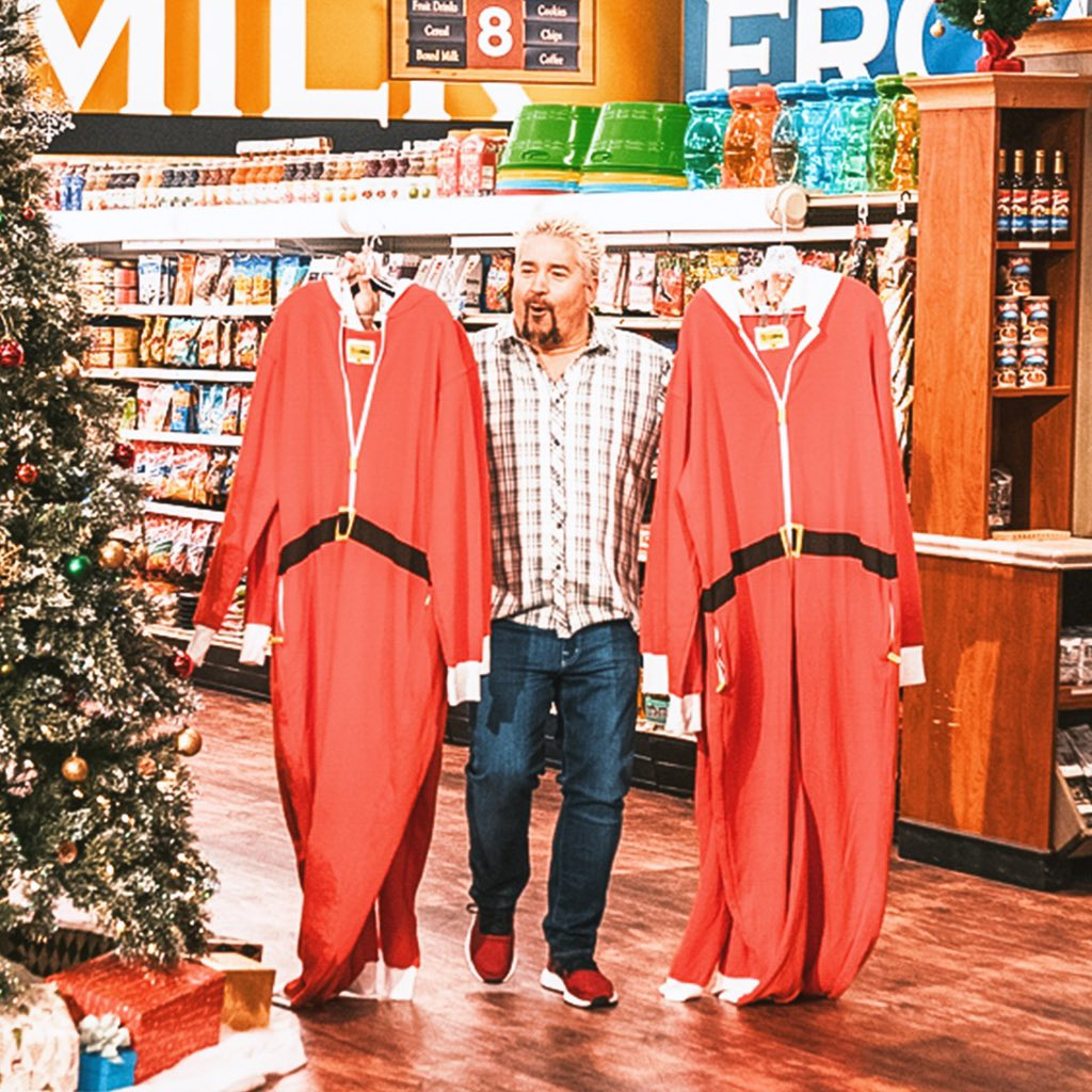 We got in the holiday mood a bit early this year on #GroceryGames . Tune into @FoodNetwork tonight to check it out! <br>http://pic.twitter.com/awDz9c6msa