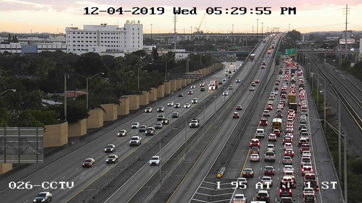 🚨Traffic Alert Miami 🚨 ⚠️ Long Delays I-95 SOUTH from Miami Gardens Dr to GGI due to a crash blocking a lane on the 826/Tpk/441 combo ramp. 🙃 Happy Hump Day! @OfficialJoelF @CristinaOnAir @ShaOnAir @OnAirTMoney