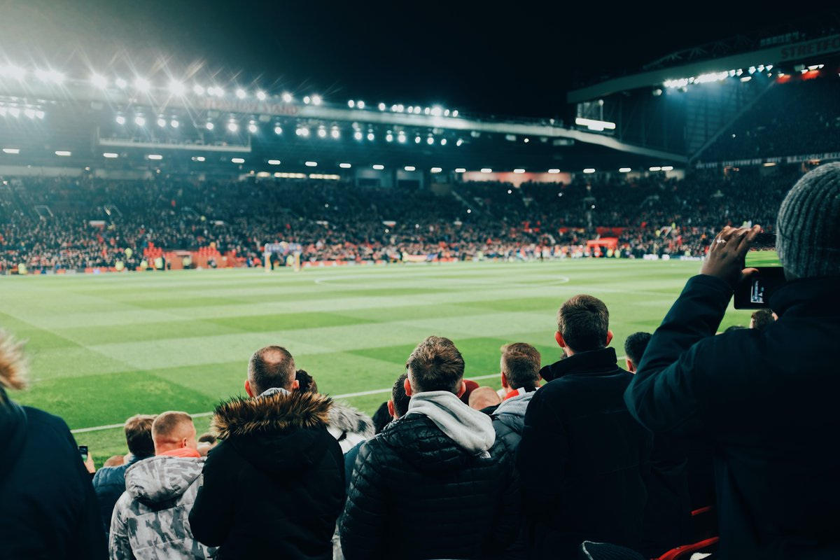 It doesn't get better than Old Trafford under the lights, does it?     @Sio_Chamberlain