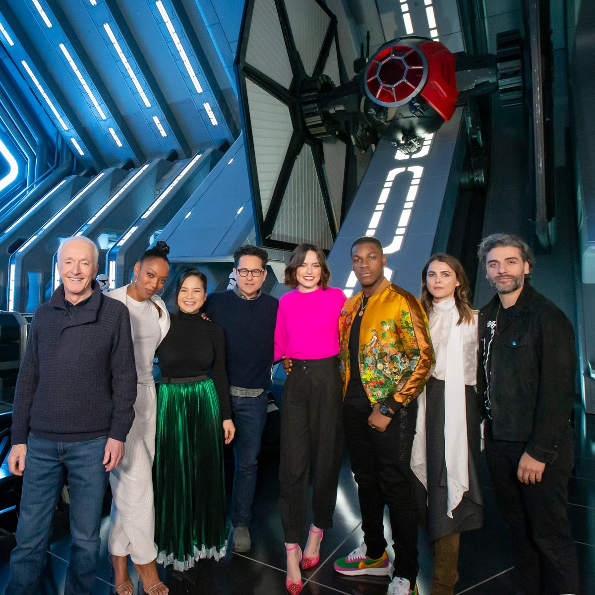 Disneyland Resort On Twitter The Cast And Crew Of Star Wars The Rise Of Skywalker Got A First Look At Star Wars Rise Of The Resistance At Disneyland Park The Attraction Opens