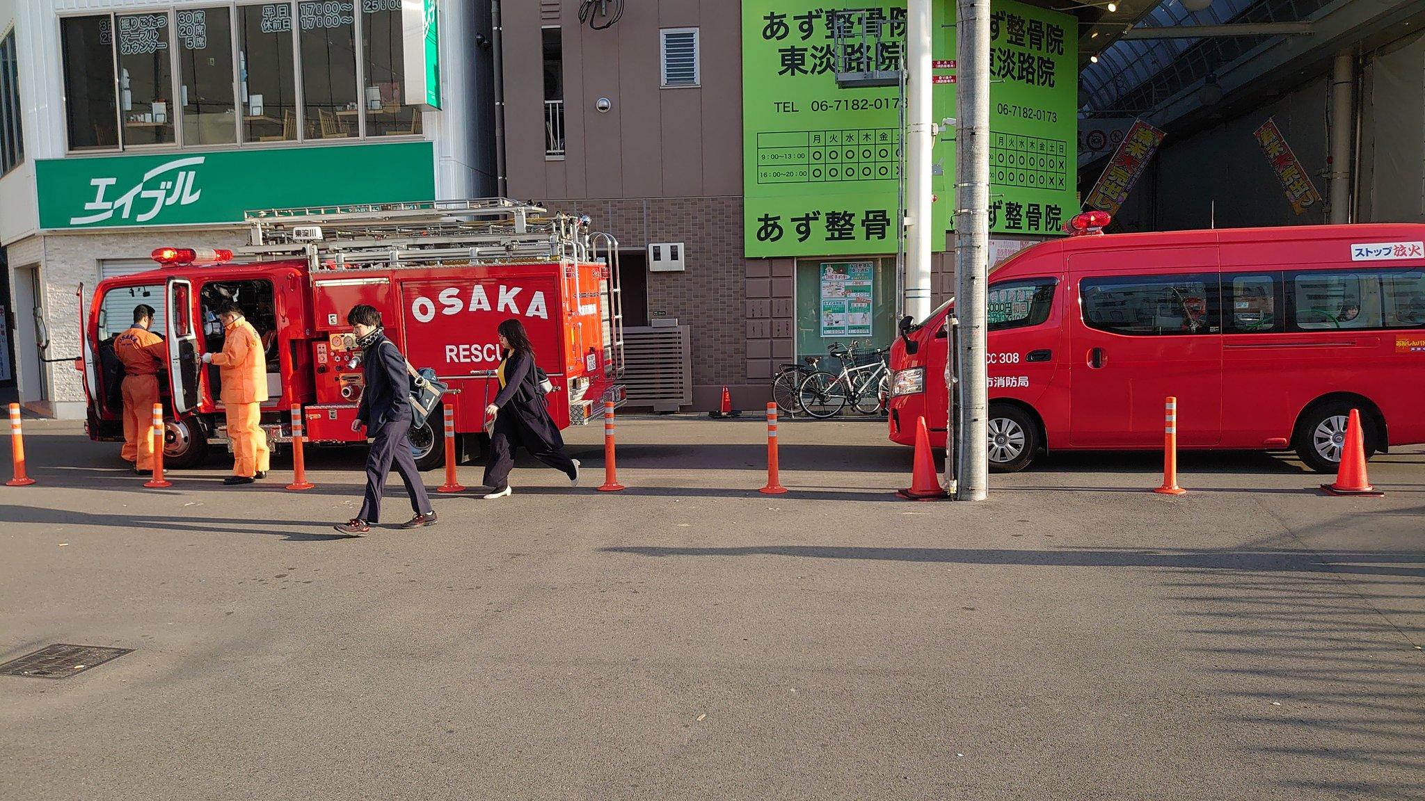阪急京都線の淡路駅の人身事故で緊急車両が集結している現場画像